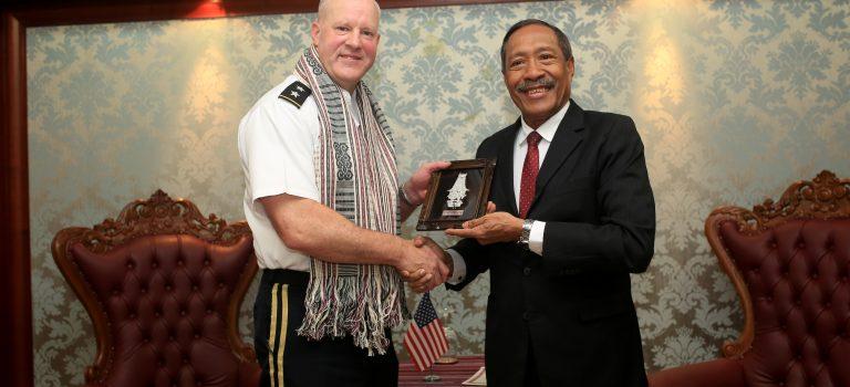 Vise Komandante Jerál Forsa Armada EUA Hasoru Malu Ho MD